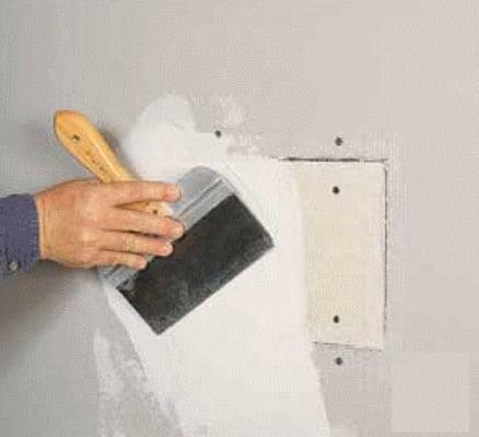 Как зашпаклевать дыры в стене своими руками 9